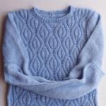 Красивый свитер ажурным узором