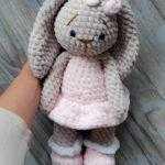 Плюшевый заяц амигуруми