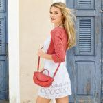 Топовый комплект: белое платье и модное коралловое болеро