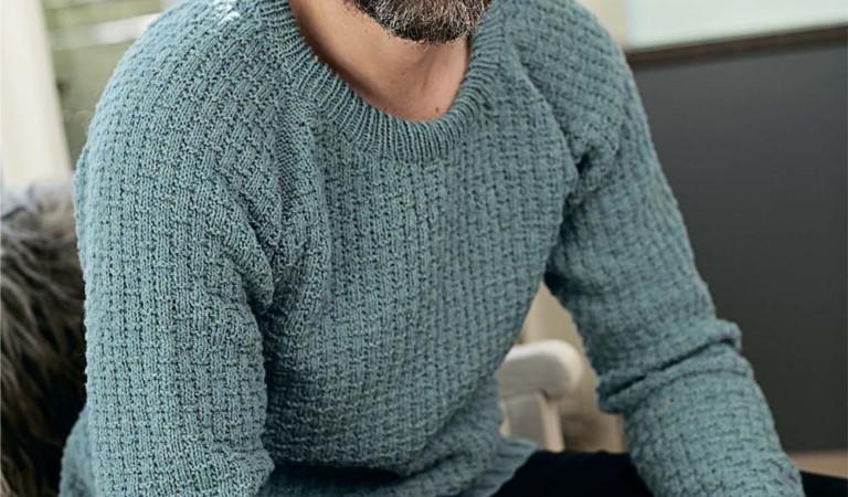 Красивый мужской свитер спицами