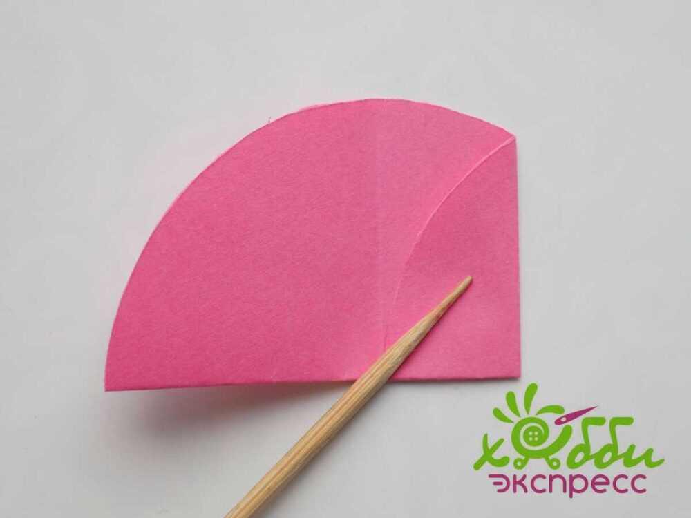 Очаровательный цветок из бумажных кругов