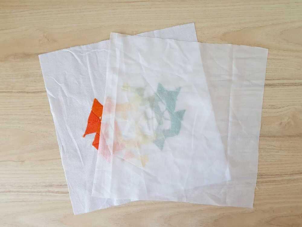 Изнаночную сторону вышивки внутри кармана будет легко повредить, поэтому фиксируем вышивку с изнанки клеевой.