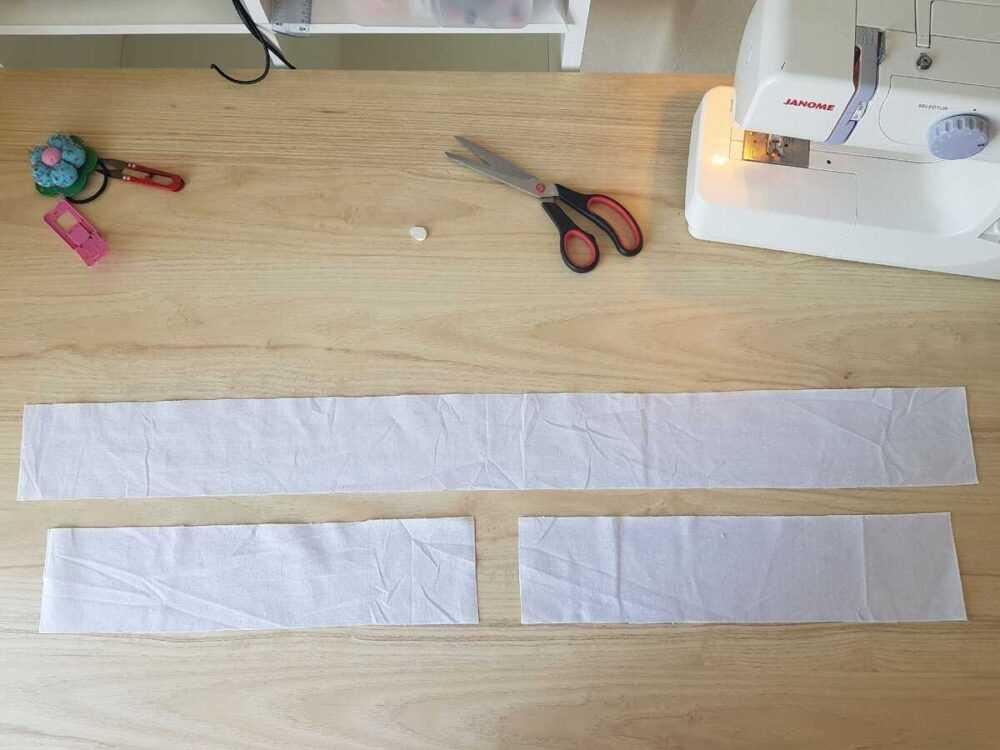 Вырезаем детали ручек. 2 детали размером 10*43 см, 1 детали 10*98 см.