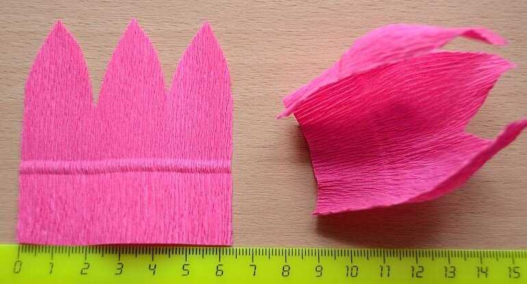Как сделать сладкий букет нежно-розовых тюльпанов из гофрированной бумаги с конфетами внутри