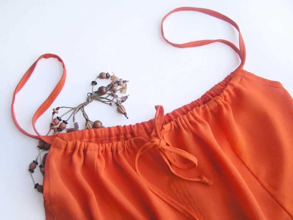 Оранжевый топ на завязках