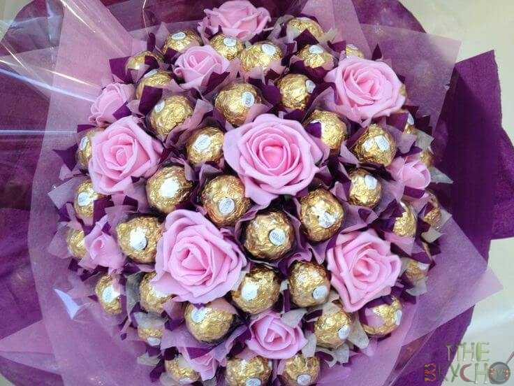 Поделки и букеты из конфет на 8 Марта и 23 Февраля своими руками. Идеи цветов из бумаги к праздникам 2020 года
